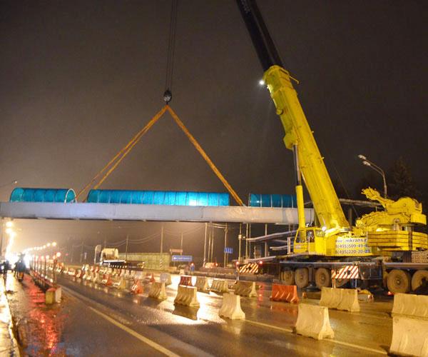 Строительство пешеходного моста на МКАД