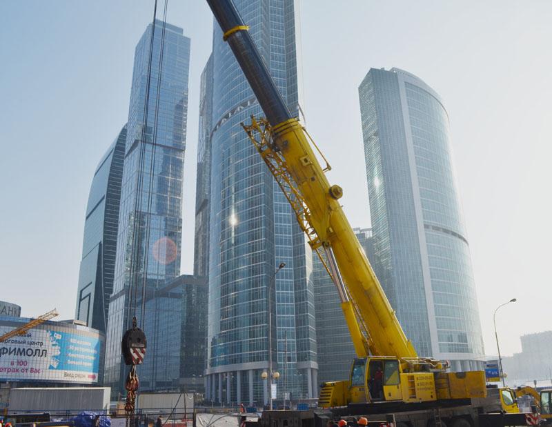 Погрузка экскаватора в Москва Сити Liebherr LTM 1200