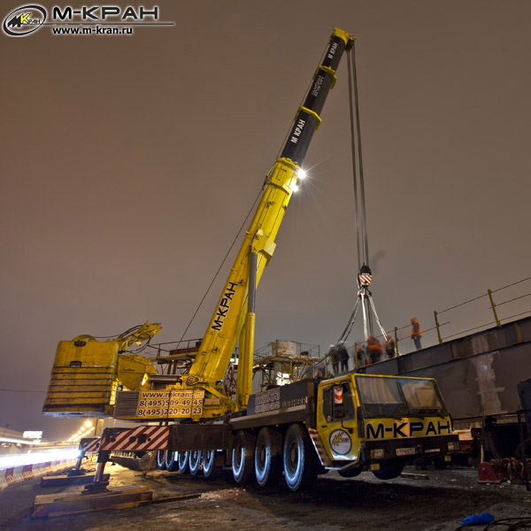 Автокран Liebherr LTM 1500 строит развязку МКАД-Можайское шоссе